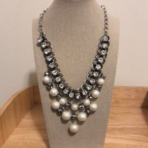 Jewelry - Glamorous White ball and diamond chain necklace